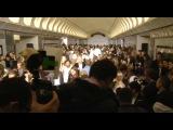 Звезды спустились в метро!