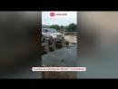 Жители Хасанского района сделали переправу из досок через размытую дорогу
