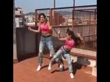 Озорной танец мамы с дочкой