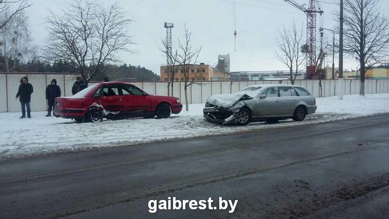 Тройное ДТП в Пинске: один человек в больнице