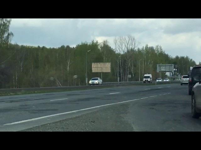 В Екатеринбурге водители отказывались пропускать карету скорой помощи (16.05.2017)
