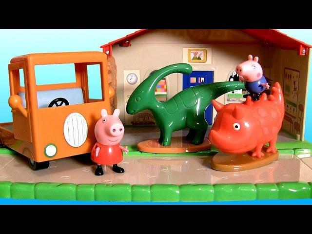 Peppa Pig Museum Playset with Playground 2 Dinosaurs - Museo con Patio de Recreo y 2 Dinosaurios