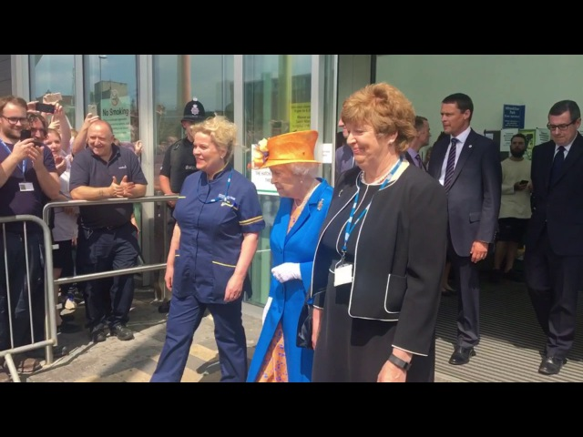 Queen Elizabeth visits Central Manchester Hospital