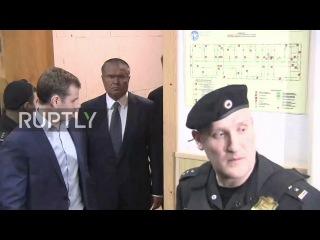 Россия: Улюкаев прибывает в Басманный Суд об освобождении под залог слушания по обвинению в коррупции.