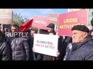 Сербия: Тысячи протеста смерть Косован активиста под стражей в Приштине.