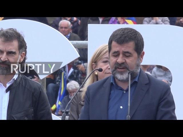 Испания: 1000с протестуют судебные дела против активистов Каталонской независимости.