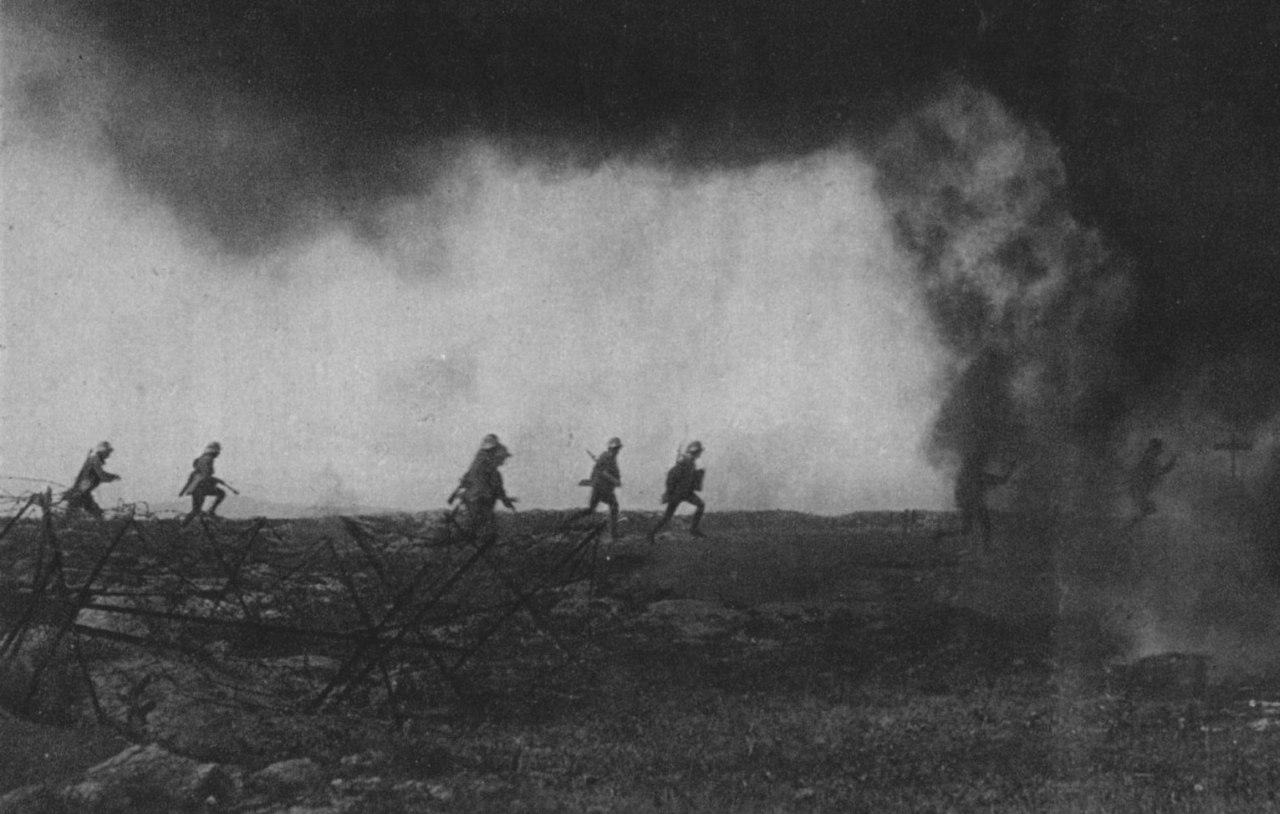 Австро-венгерские войска идут в атаку на Альпийском фронте, июнь 1918г
