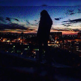 Девушка и город фото на аву