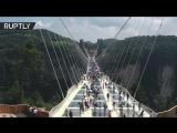 Длинный стеклянный мост в Китае