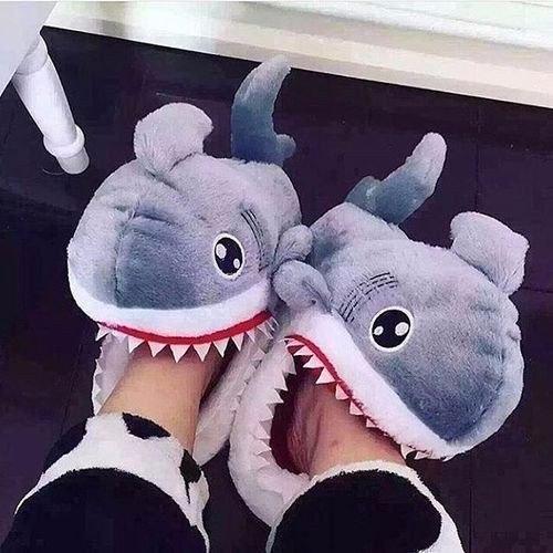 Прикольные тапочки-акулы