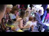 Елена Есенина и Юлия Проскурякова - Да...Я мать  и   Я... Умею... Танцевать!!