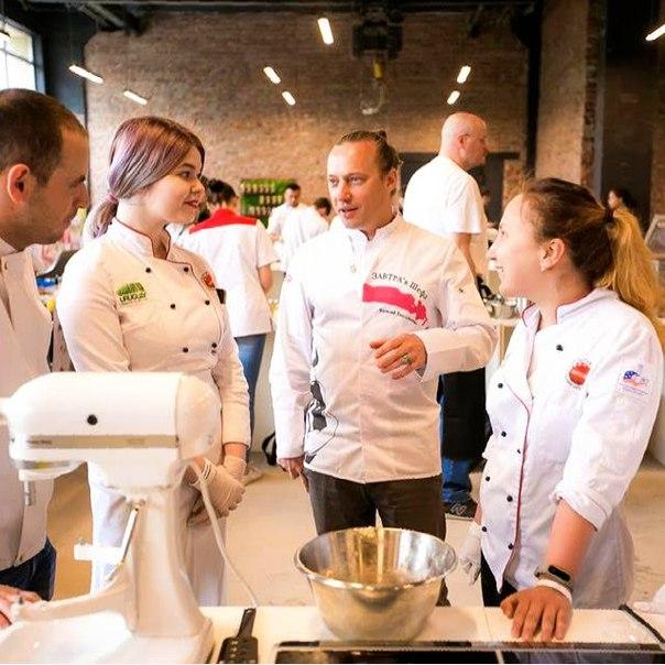 В рамках [club140158362|@chefsbreakfast] наши студенты не только ассис