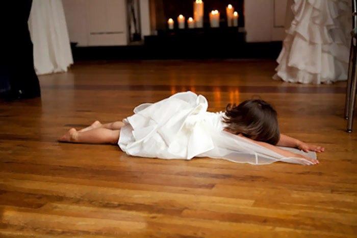 bMlLg1rXJlA - Эмоции детей на свадьбе