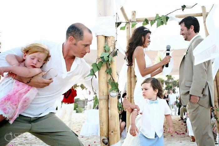 JKQ05Pm5sLA - Эмоции детей на свадьбе