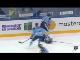 Евгений Артюхин атакует Евгения Мозера (10.11.16)