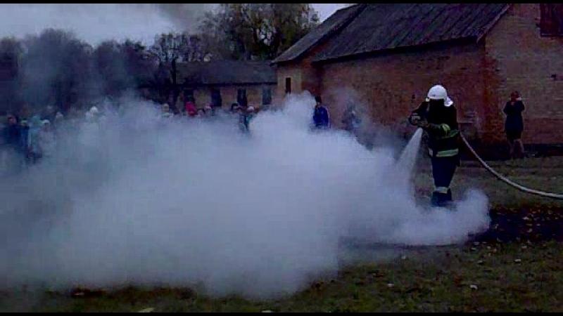 Гасіння пожежі на території школи ))
