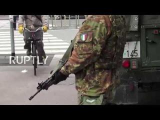 Италия: Солдаты, развернутые в центре города Милан, чтобы иметь дело с высоким уровнем преступности.