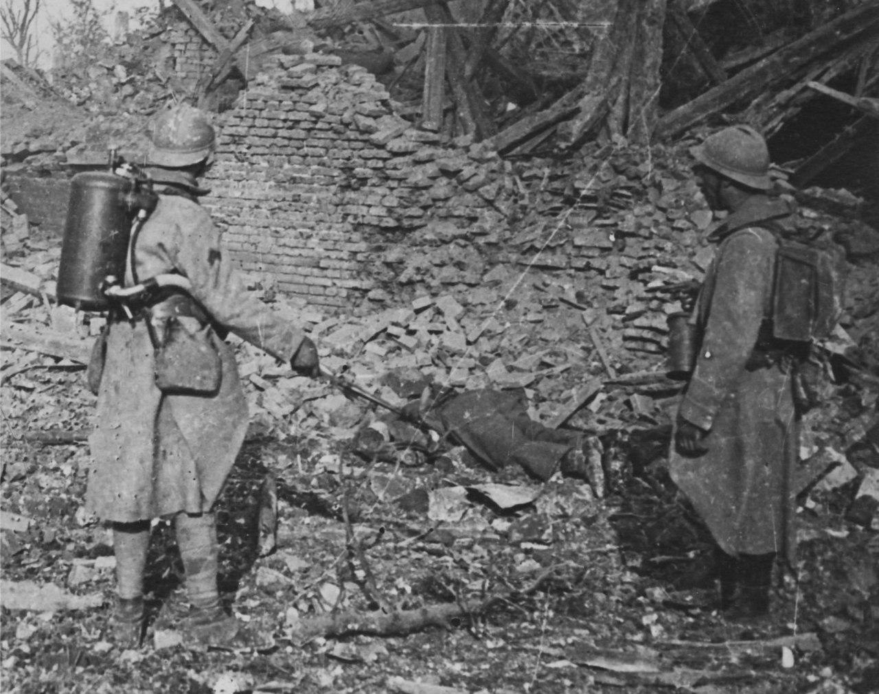 Французские огнеметчики в Кантиньи, май 1918г