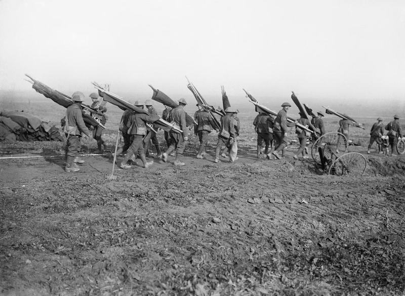 Британские санитары с носилками. Гинши, 14 сентября 1916г