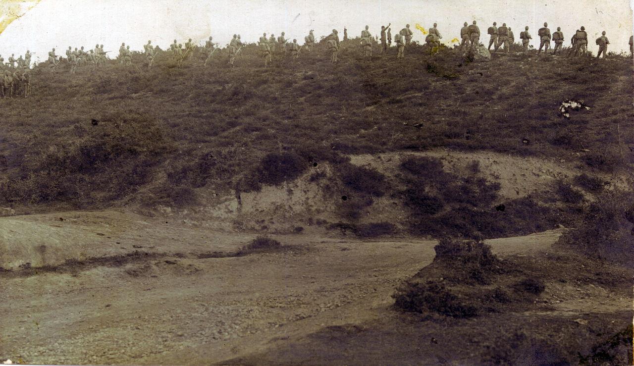 Османские солдаты на вершине холма. Полуостров Галлиполи, май 1915г