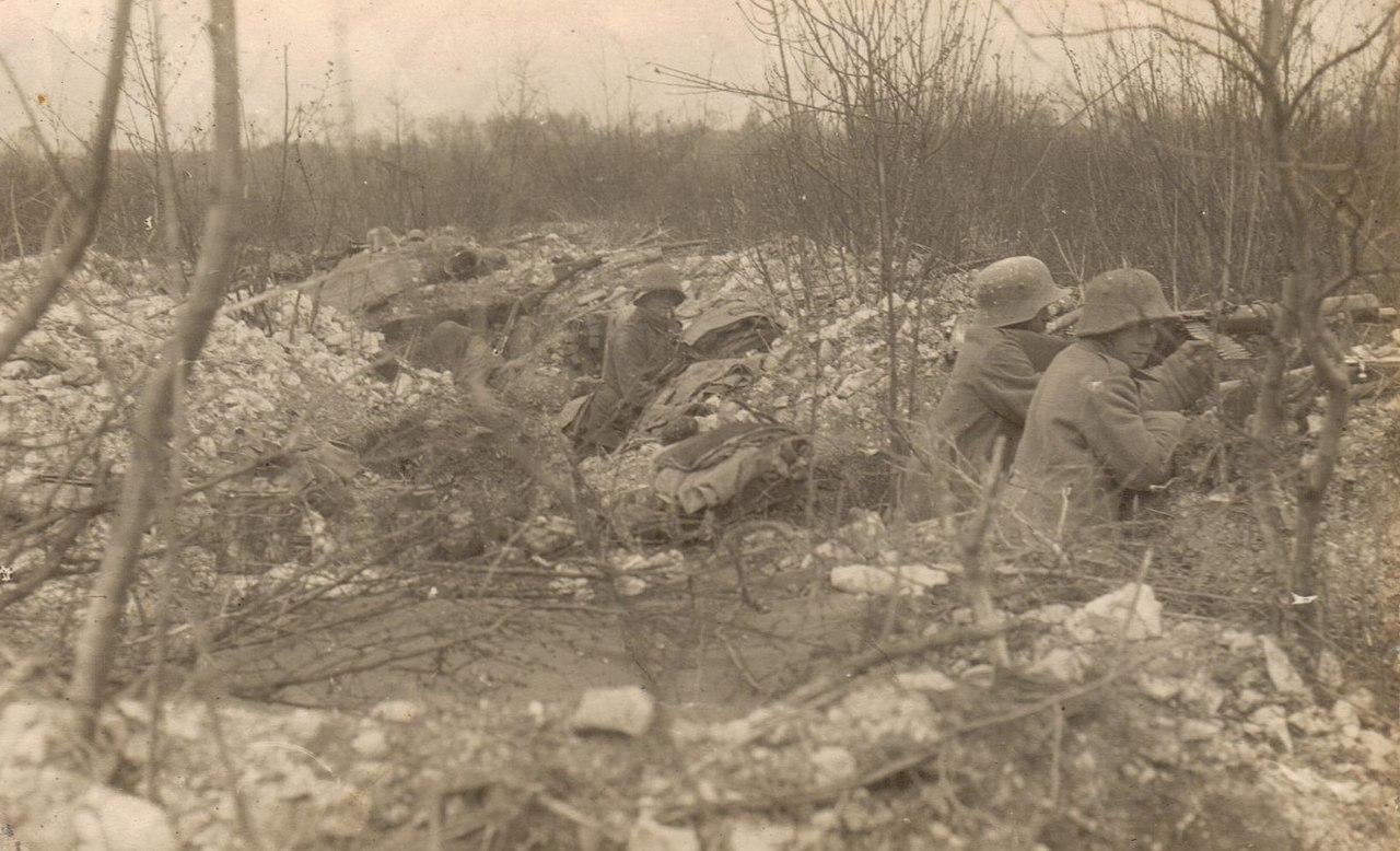Немецкие солдаты на позиции, 1916г