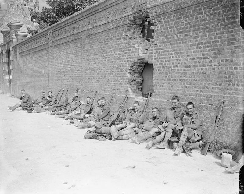 Шотландские горцы отдыхают в перерыве между боями под Аррасом, 14 июня 1917г