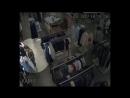 По подозрению в краже одежды из магазина разыскиваются трое неизвестных девушек!