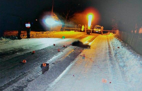 """Смертельна ДТП на Вижниччині: водій """"Шкода"""" наїхав на буковинця. Потерпілий помер на місці (ФОТО)"""