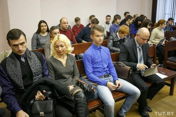 Суд над подростком, которого обвиняют в насилии над омоновцем: потерпевший уволился из органов