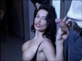 Влюбленная шлюха / la putain amoureuse (erika bella) [1995, feature, rape, hardcore, milf, anal, mature] порно фильм с сюжетом
