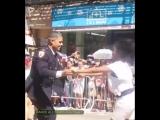Полицейский танцует сальса так, как будто никто не видит..POLICIA CONMUEVE AL MUNDO CON SU BAILE SALSERO???????????
