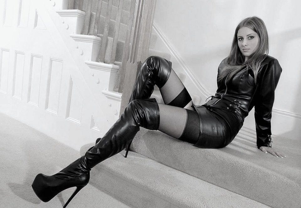 girl-boots-leather-sexy-slut