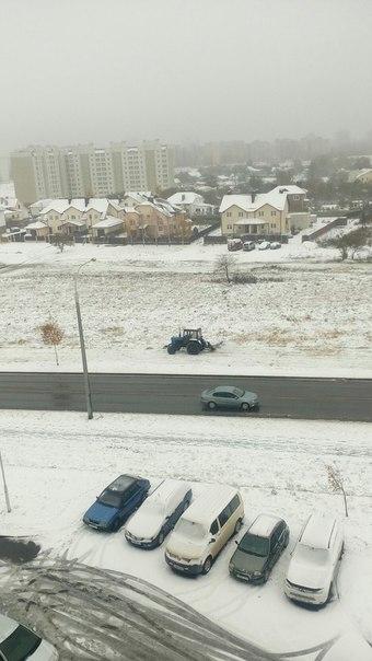 Это только у нас выпала снег надо и траву пакостить