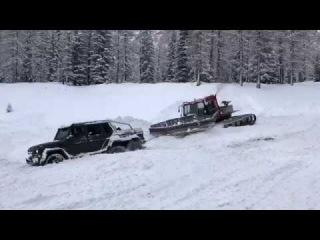 Mercedes Gelandewagen G63 6x6 is stuck in the snow