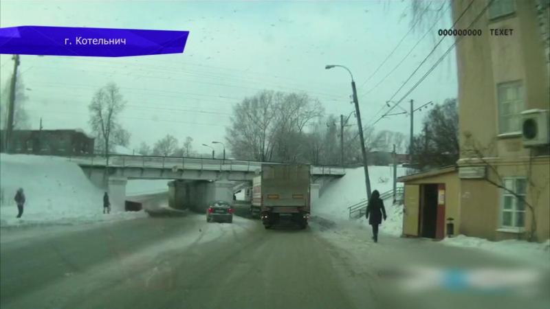 Видеорегистратор. Столкновение грузовиков на трассе Вятка. Место происшествия 15.01.2018