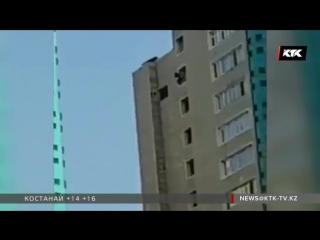 Девушка-самоубийца прыгает с окна !!!