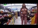 Проиграла в карты и показала грудь и попку в супермаркете на камеру