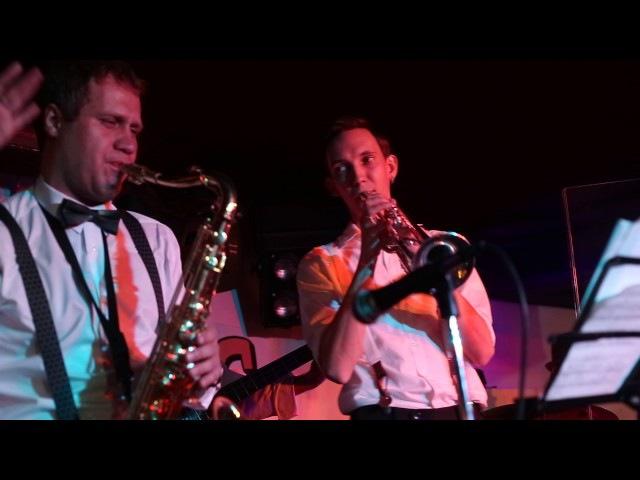 Jazz Brassers - Moanin