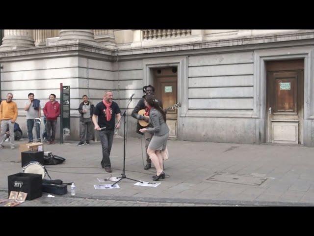 KEREN GILA !! Penonton Cewek Sampai Ikut Bernyanyi. Street Perform Paling Uye