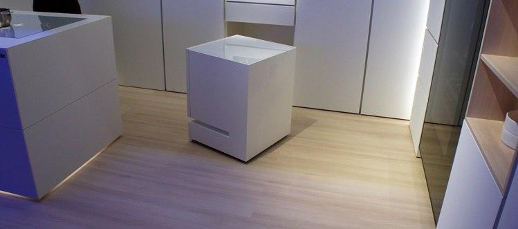 Panasonic представил приезжающий на голос владельца холодильник