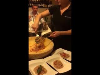 в итальянском ресторане.
