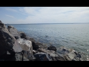 Прибой Обского моря у волнореза.