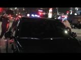 20 июня 2017; Лос-Анджелес, США: Лана с Чак Грант и Стеллой Фабини покидает ресторан «TAO»