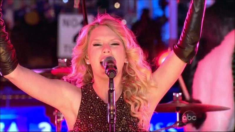 Taylor Swift - Change (Live at Dick Clark's New Years Rockin' Eve 2009)