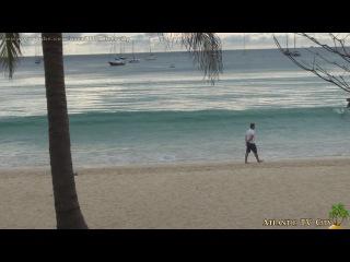 Вечером у моря на пляже Най Харн Таиланд Пхукет Зеленые кокосы и большие волны Phu...