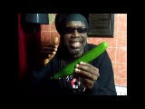 Музыкант из Ямайки Macka B исполнил регги о полезных свойствах огурцов. Видеоролик с песней опубликован в Facebook, где он за тр