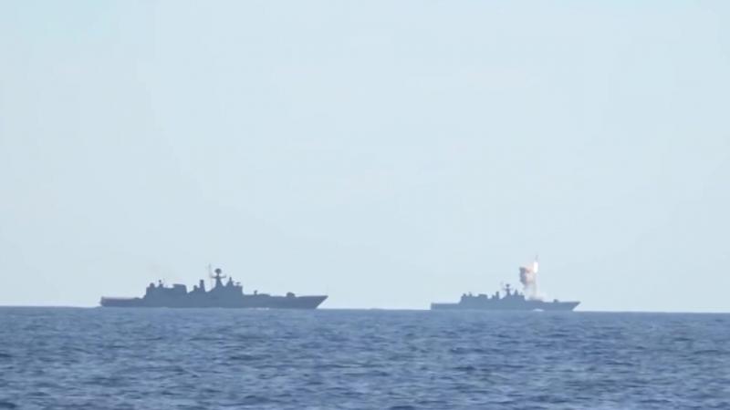 Удар крылатыми ракетами «Калибр» по объектам ИГИЛ в Сирии кораблями ВМФ РФ в Сре
