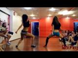 Молодые чики трясут попами на камеру [ юные соски девчонки секс не порно тверк танец школьницы студентки горячие 18 летние киска