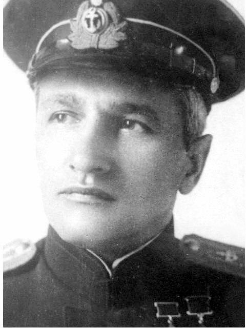 Василий Иванович Раков , командир 2-й морской разведывательной авиаэскадрильи.