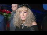 Алла Пугачева дала интервью за кулисами